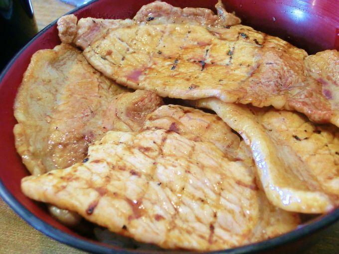 「ジュワ~ッ」が聞こえる!炭焼豚丼「空海」は新千歳空港・札幌間を途中下車してでも食べたい!