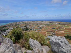沖縄本島から30分で行ける離島「伊江島」。360度、見渡す限りの絶景がご褒美のタッチュー登山!