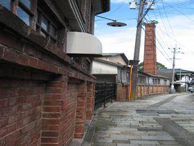 踏み切り神社に雰囲気ある小路、意外と知られていない陶器の町、佐賀県・有田の魅力