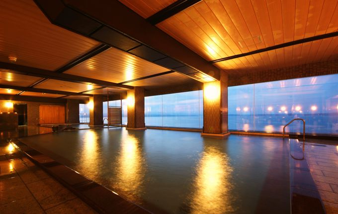 絶景の七尾湾を一望!「和倉温泉 加賀屋グループ 虹と海」で最高のくつろぎを!