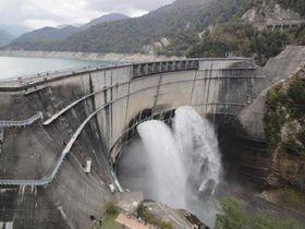 日本一の美しいアーチを描く生きた日本の遺産「黒部ダム」
