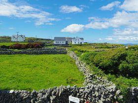 最果ての地・アイルランド「アラン諸島」の絶景と古代遺跡
