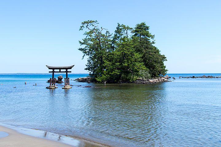 奥能登の穏やかな波が美しいロマンチックな海岸!~恋路海岸~