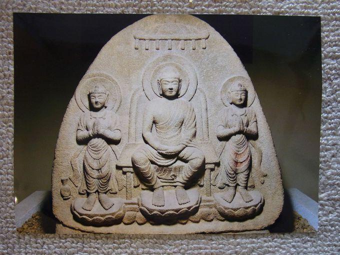 わが国最古の石仏を安置する石 ...