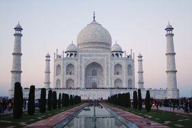 圧巻!世界一美しい霊廟!インドの世界遺産「タージマハル」