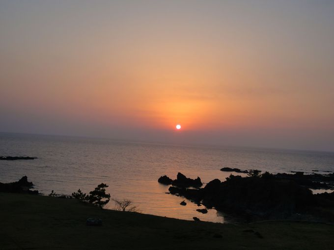 日本海に沈む夕陽を眺める!佐渡「吾妻 夕映亭海容亭」