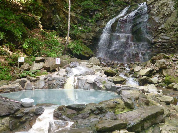 自然の森、滝、川に囲まれたワイルドな露天風呂「網張温泉仙女の湯」