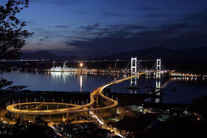 甲板に座って出港!大迫力の工場夜景・北海道室蘭ナイトクルージング