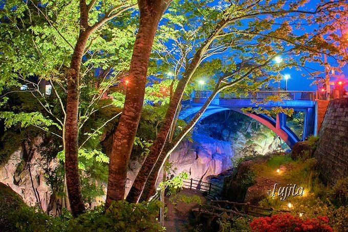 夜の渓谷が絶景に大変身!仙台・秋保温泉「磊々峡ライトアップ」