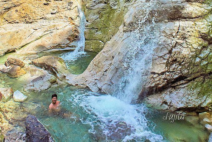 天然の滝壺が絶景露天風呂!湯沢市・川原毛大湯滝は夏季限定の無料温泉
