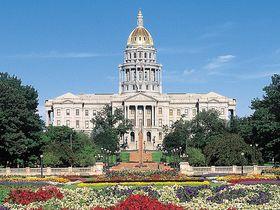 純金ドームが眩しい!デンバー「コロラド州議事堂」無料ツアーに参加しよう