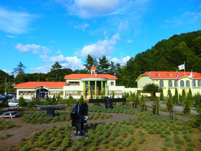 北海道の廃校跡に世界最大の油彩画!「太陽の森ディマシオ美術館」