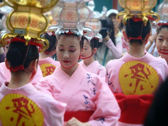 千の灯りが妖しく誘う。熊本・山鹿灯籠祭りで「あなたもお酔いよ」