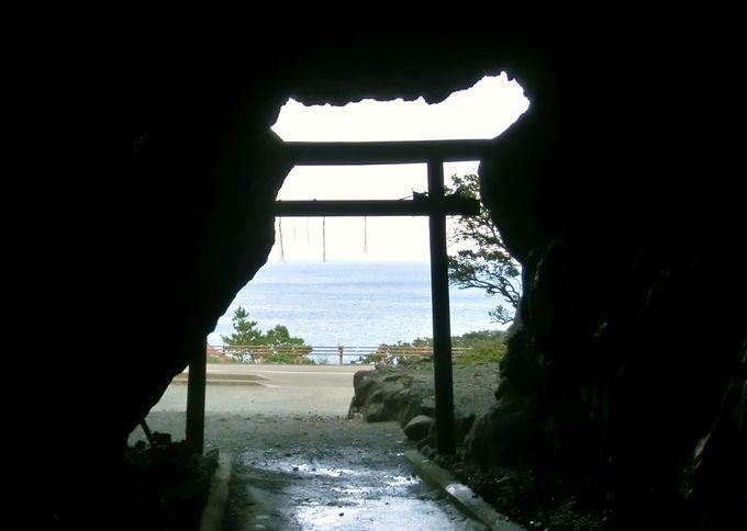 弘法大師・空海が開眼。パワースポット室戸岬「御厨人窟」