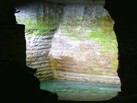 西伊豆にある神秘的な「室岩洞」、実は江戸城を支えたアレの産地だった!? 静岡県 Travel.jp[たびねす]