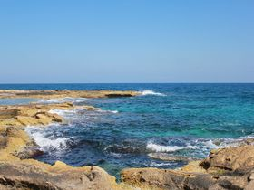 キラキラと輝く青の宝石!マルタ共和国「スリーマ」の海岸線