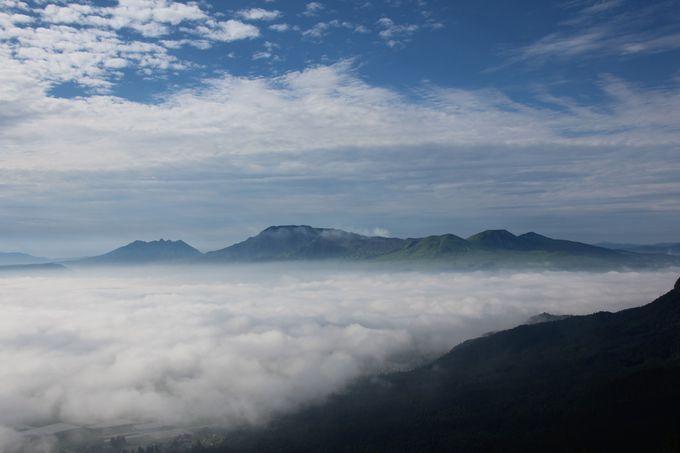 神秘的!阿蘇ミルクロードから望む雲海~雲海に浮かぶ阿蘇涅槃像と小国郷の山々~