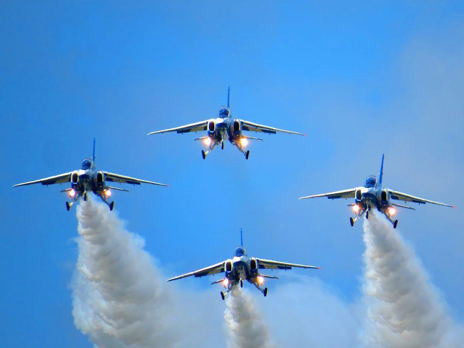 大空に描く巨大な絵!青森県三沢市「航空祭」は日米合同の大イベント