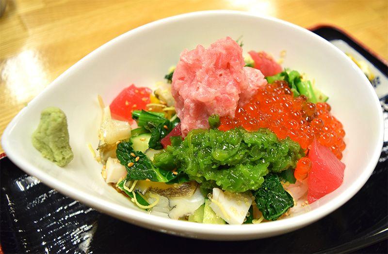 「キラキラ丼」に「絶品スイーツ」宮城県南三陸さんさん商店街はA級グルメの宝庫