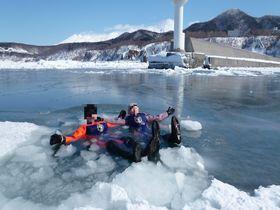 流氷を探検!北海道知床「流氷ウォーク」で感動とスリルの大冒険!|北海道|トラベルjp<たびねす>