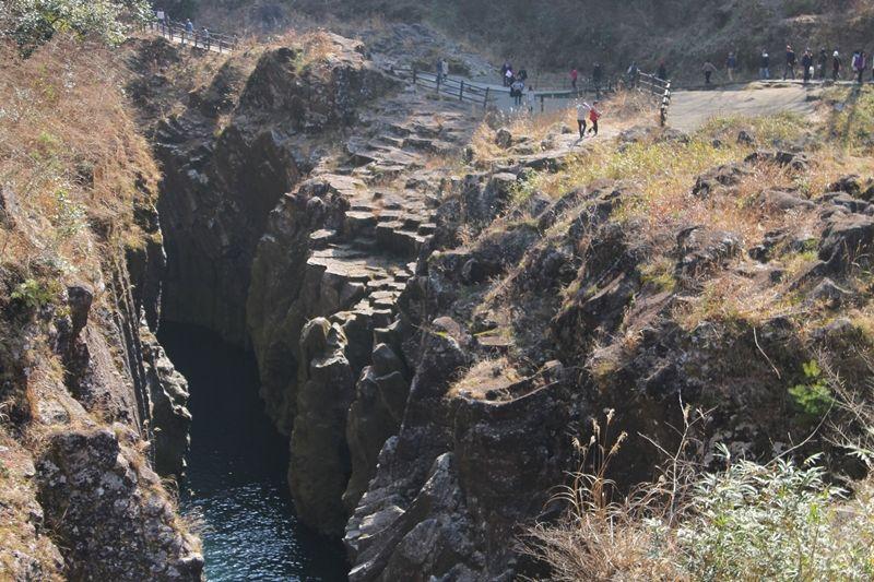 男子は度胸の見せどころ!目が眩む峡谷、宮崎県「高千穂峡」ドキドキ手つなぎデート