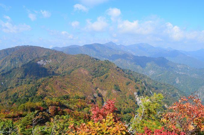 紅葉の美しい三方岩岳を目指してドライブ「白山白川郷ホワイトロード」