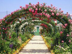 「浜名湖ガーデンパーク」花の美術館でバラの大アーチを通り抜けよう!