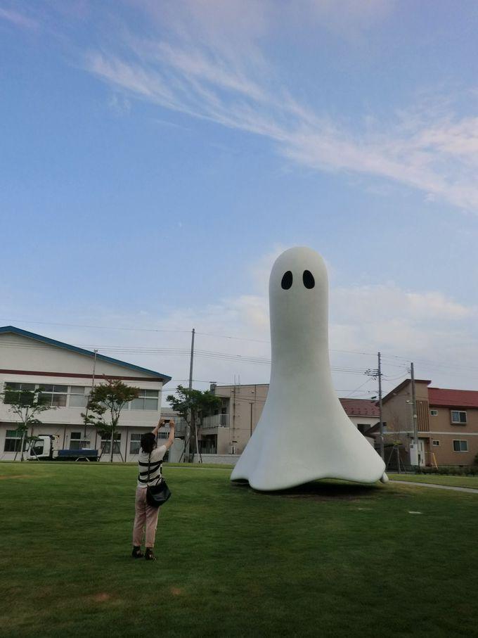 カラフルでユーモア溢れるアートの世界へ~十和田市現代美術館~