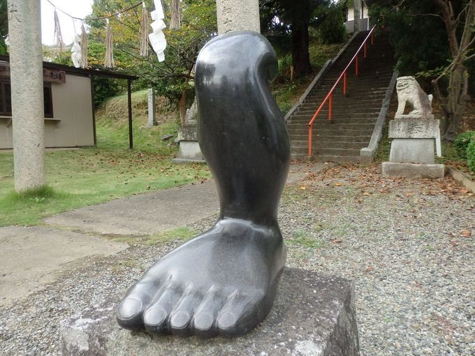 狛犬ならぬ足犬!?足の健康に御利益がある岡山県・足王神社