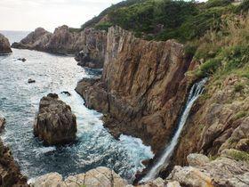 浜や海崖に滝が!高知県土佐清水市の海岸の滝群