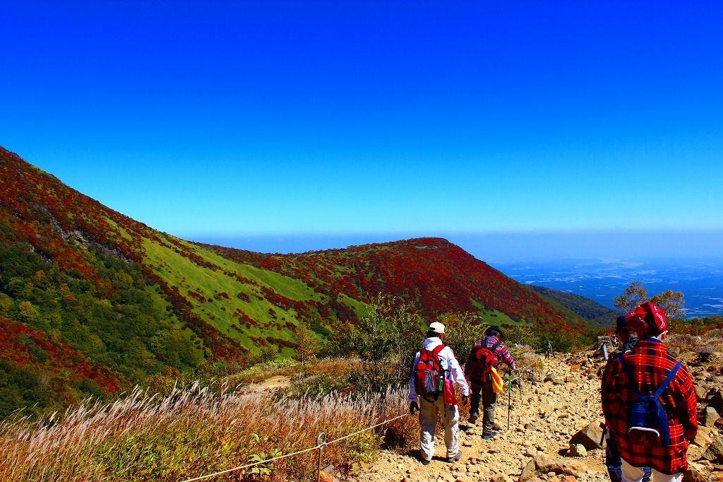 360度圧巻のパノラマビュー!紅く萌える絶景ハイキング「那須高原」(栃木)