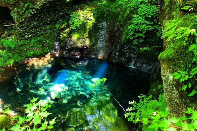 地図には載っていない!幻のエメラルドブルーの滝壺「おしらじの滝」(栃木県)