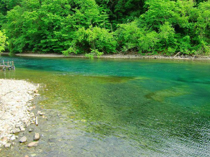 神秘の支笏湖ブルー!エメラルド&サファイヤにも輝く湖面で運試し(北海道)
