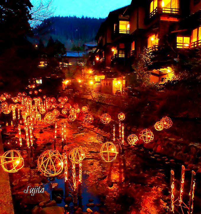 絶景すぎる温泉街はココ!冬の竹灯りイルミネーション「黒川温泉 湯あかり」(熊本)