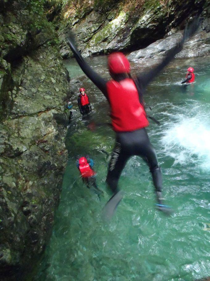 奥吉野で滝壺ダイブ・天然スライダーに迫力満点キャニオニング