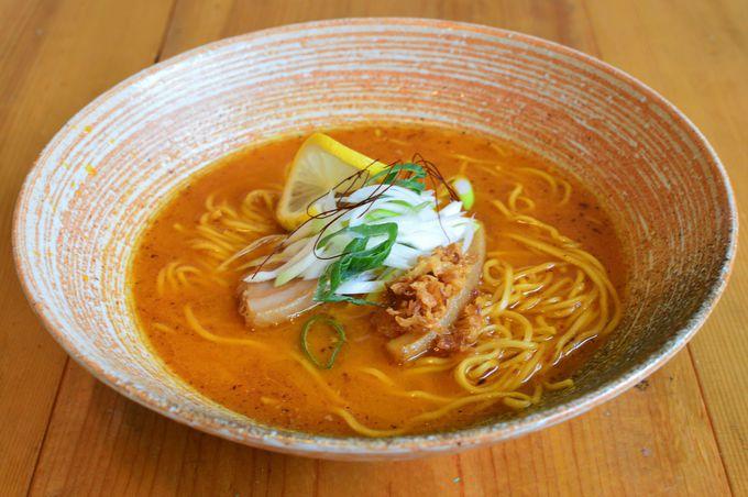 絶対に味わいたい!丁寧に作られた出汁が光るスープ