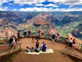 雨が刻んだ壮大な自然の彫刻!ハワイ・カウアイ島ワイメア渓谷