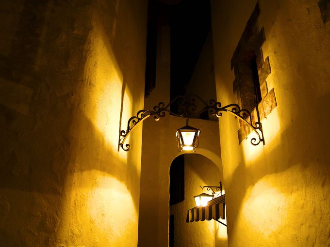 ロマンティックな夜の街並み。