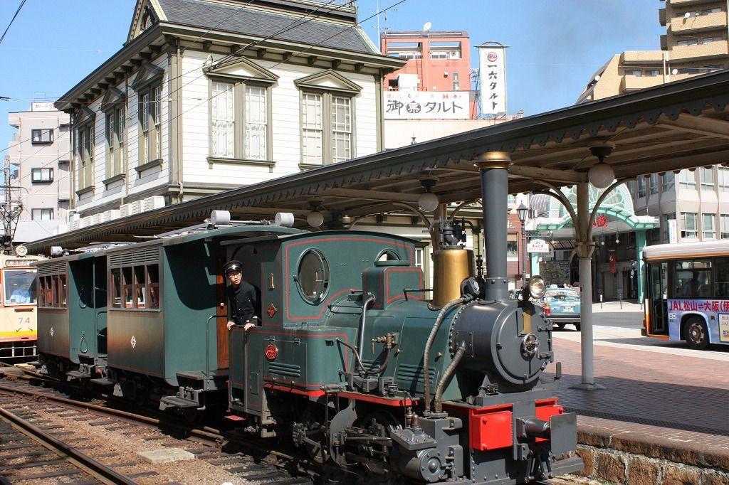 """日本有数の外湯「道後温泉本館」へは、やっぱり""""坊ちゃん列車""""で行ってみたい!"""