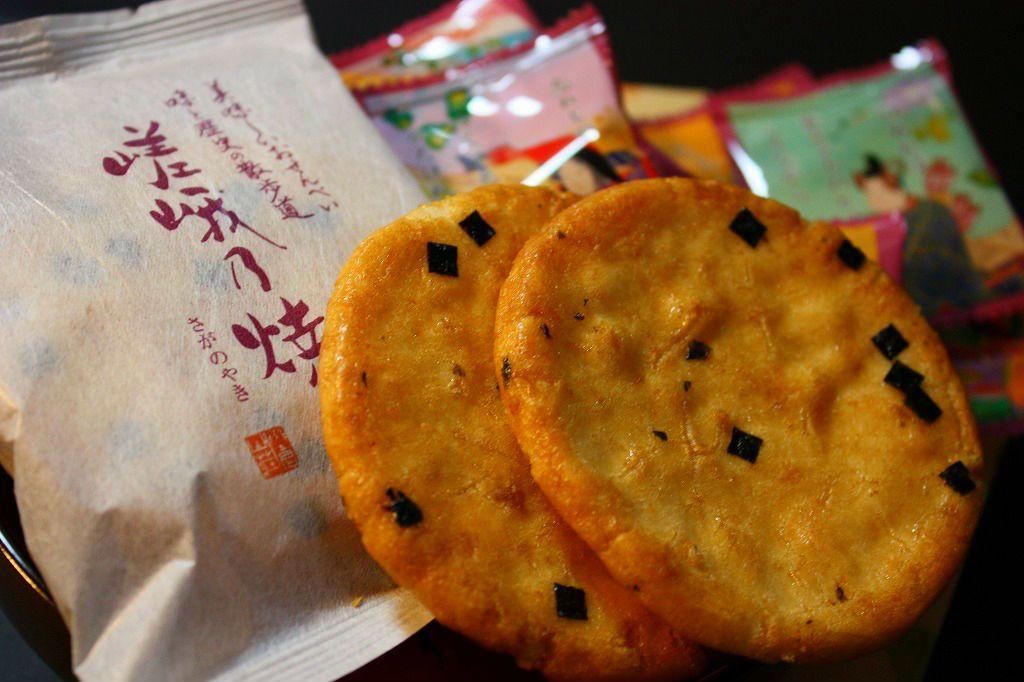 一枚食べたら止められない!京せんべいの専門店・小倉山荘「竹生の郷」。