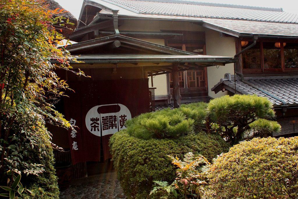 萬福寺門前の枯山水を配した見事な庭園を散策しよう