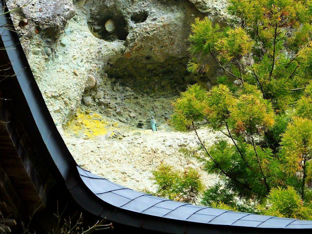 岩窟にたたずむ仏様は「阿弥陀如来立像」だった!