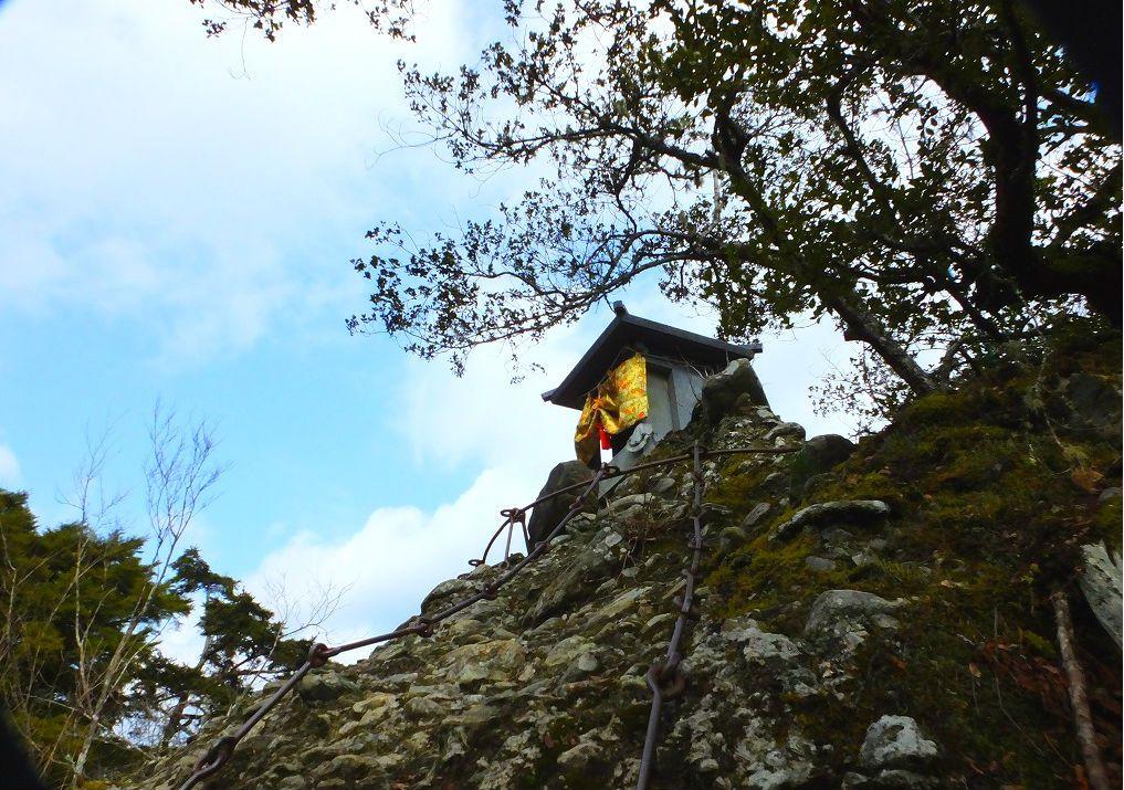 頂上の視界は360度の大パノラマ「奥の院・逼割禅定」。