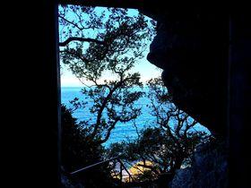空海の見た風景「高知室戸・行当岬」の不動堂の景色がスゴい!|高知県|トラベルjp<たびねす>