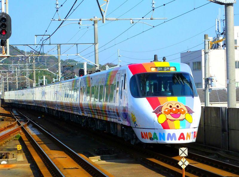 乗ろうよ四国へ!わくわくドキドキ「新型アンパンマン列車」
