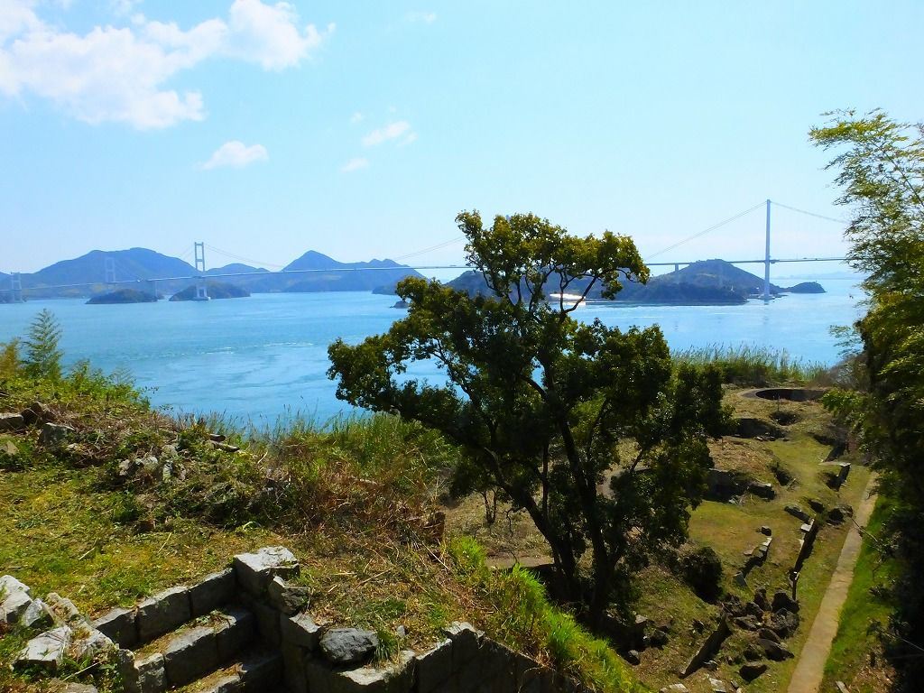 島内で唯一爆撃を受けた必見の北部砲台跡。