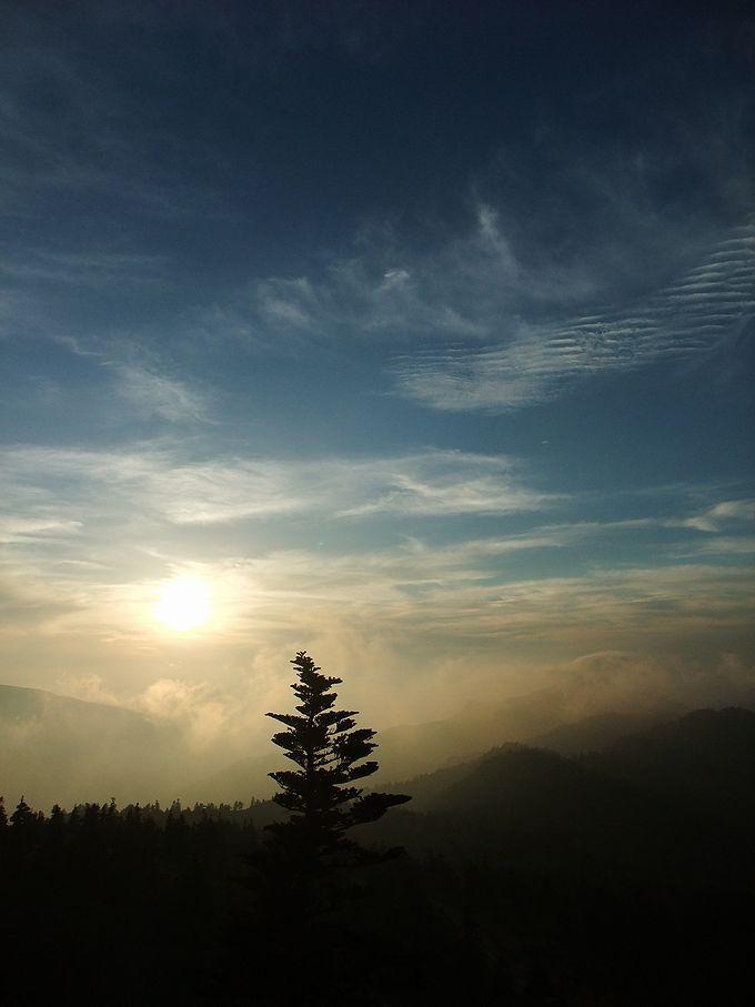 夕陽が沈む頃が感動的な雲海を撮れる絶好のシャッターチャンス!