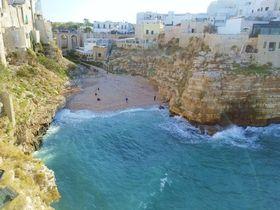 南イタリアの絶景「ポリニャーノ・ア・マーレ」はバンディエラ・ブルーの美海岸