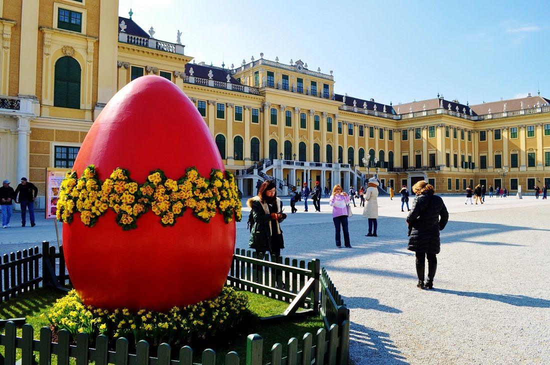世界遺産シェーンブルン宮殿でのイースターマーケット