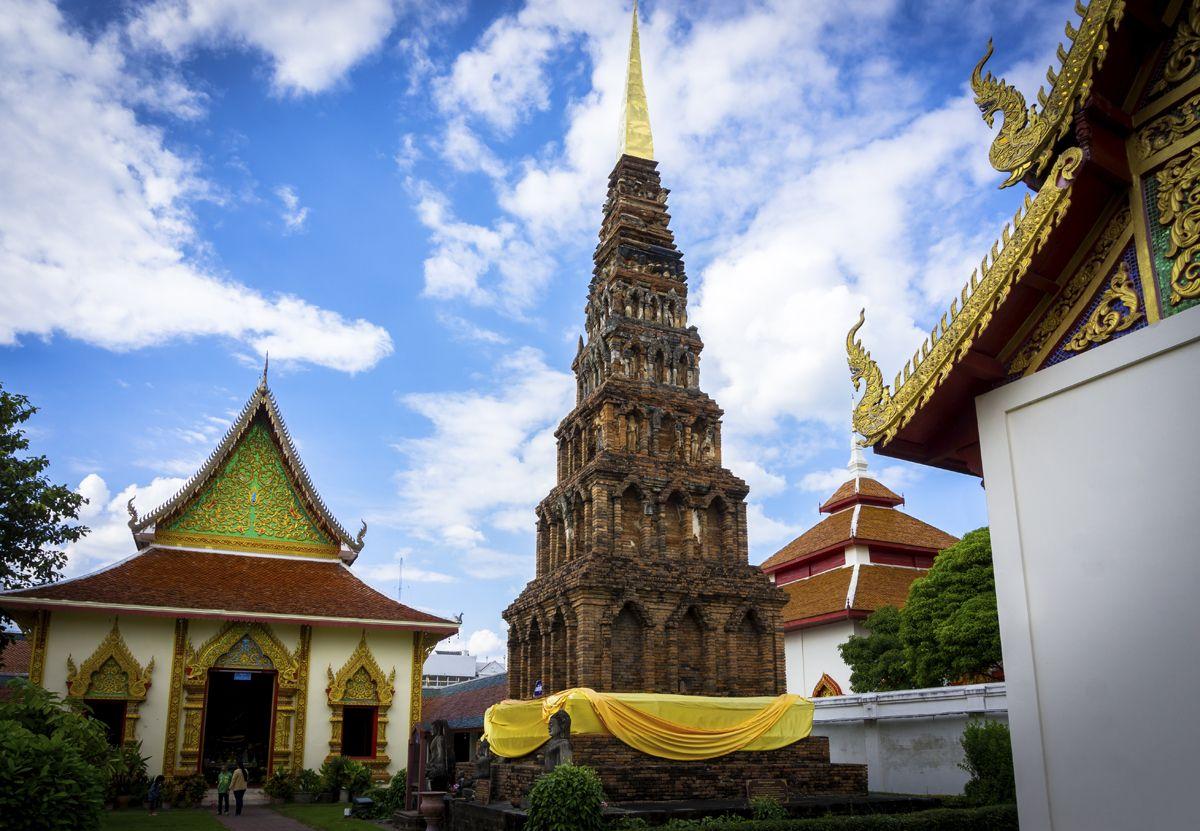 街のシンボル的寺院もハリプンチャイ時代まで遡る名刹